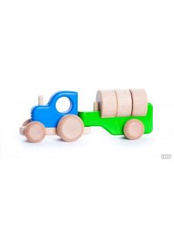 Traktor z drewnem
