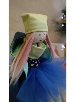 lalka w tiulowej spódniczce