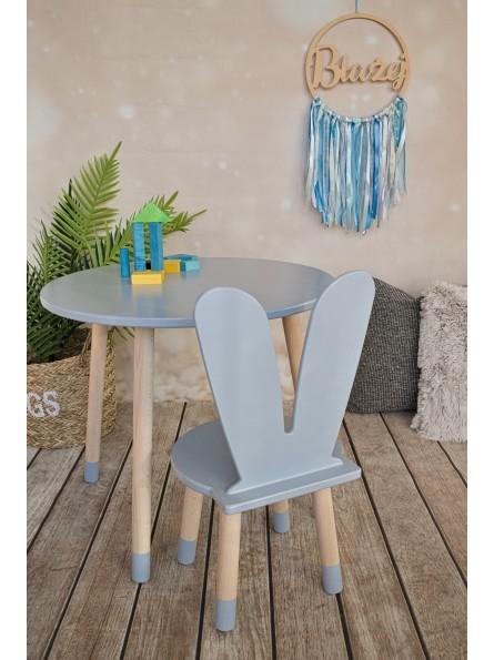szary stolik i krzesełko dla dzieci