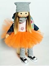 lalka w trampkach dla dziewczynki