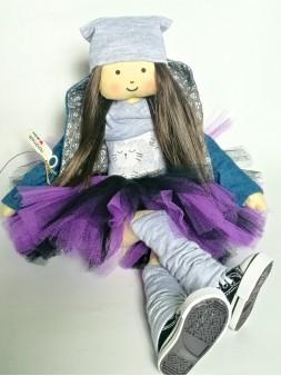 pierwsza lalka w tiulowej spódniczce