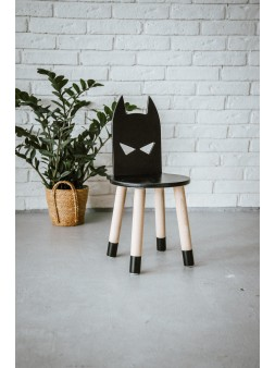 Drewniane czarne krzesełko dla chłopca