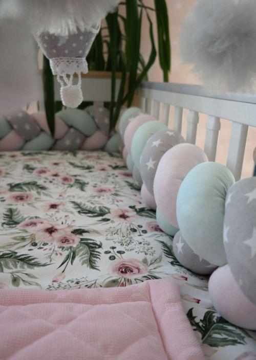 Ochraniacze do łóżeczka pozwalają zadbać o bezpieczeństwo dzieci w domu.