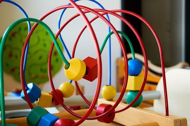 Zabawki edukacyjne - dlaczego warto je wybierać?
